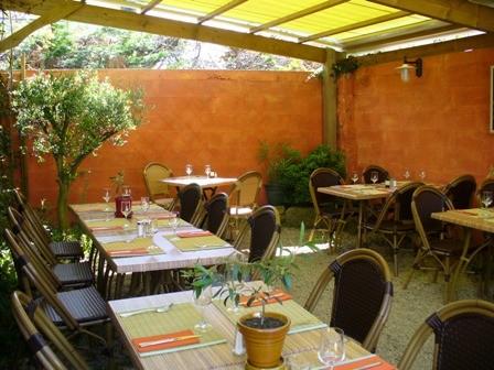 photos sans flash du restaurant les oliviers n 2 titre la terrasse. Black Bedroom Furniture Sets. Home Design Ideas